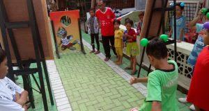 Anak-anak bermain di Kampung Piala Dunia 2018. (serat.id/ dokumen panitia)