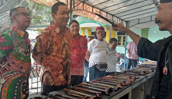 Wali Kota Semarang. Hendrar Prihadi saat mengunjungi stan pameran di acara Pazaarseni#5 2018.