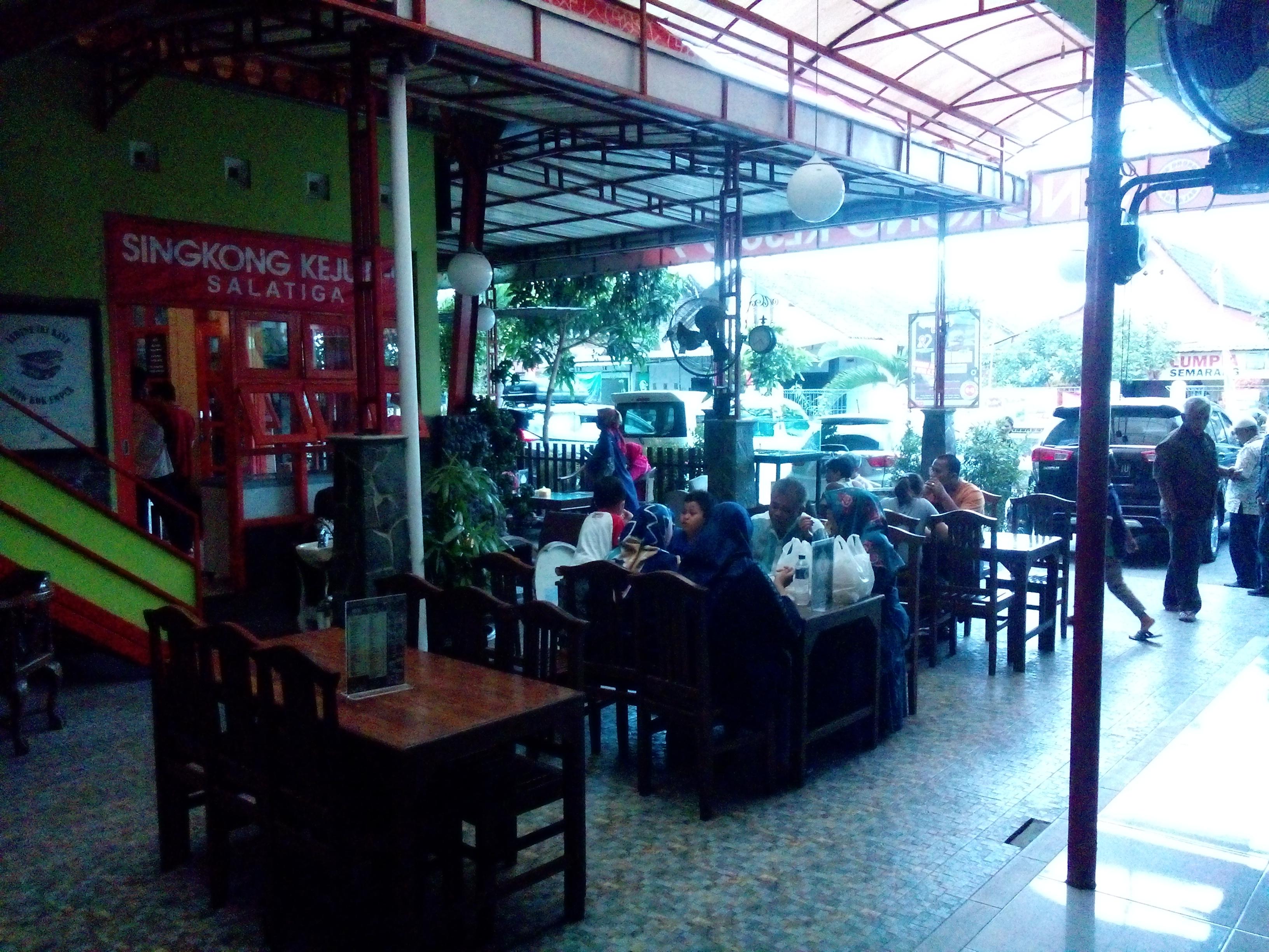 Suasana di Cafe Telo (M. Ainul Yaqin).
