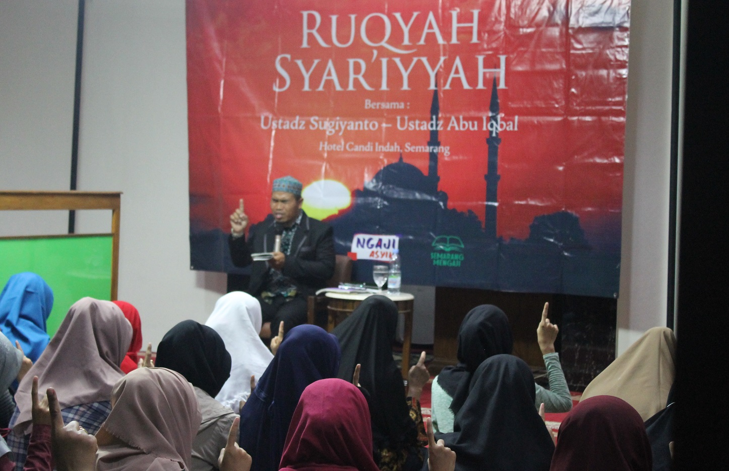 Majelis Hati Kota Semarang menggelar kegiatan ruqyah gratis di masjid sebuah hotel di Semarang, Rabu 19 September 2018.