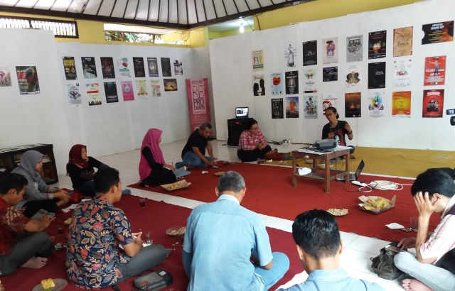 """Diskusi """"Megatruh Golput Pemilu 2019"""" di sekretariat Dewan Kesenian Semarang, Taman Budaya Raden Saleh Semarang, Rabu, 30 januari 2019."""