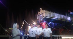 Wakil Walikota Semarang, Hevearita Gunaryanti Rahayu bersama dengan Direktur Utama PT KAI, Edi Sukmoro meresmikan monumen lokomotif D30159 yang dihiasi dengan dancing fountain, di Polder Stasiun Tawang, Selasa 26 Maret 2019.