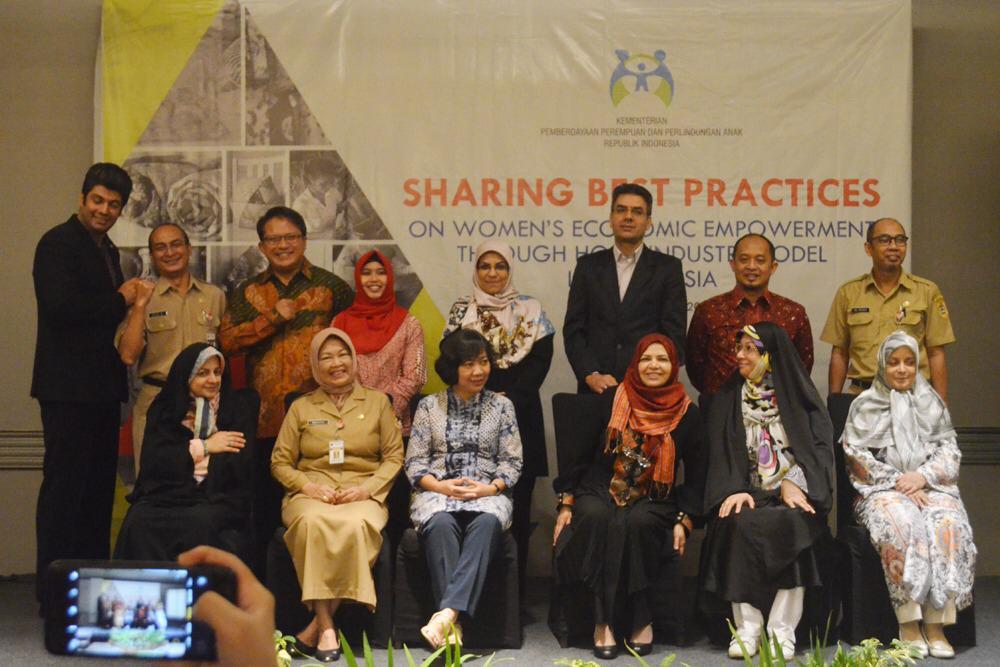 Delegasi Republik Islam Iran berpose bersama perwakilan   Kementerian Pemberdayaan Perempuan dan Perlindungan Anak (Kemen PPPA) bersama Pemerintah Provinsi Jawa Tengah usai diskusi tentang pemberdayaan perempuan, Senin 8 April 2019. (istimewa)