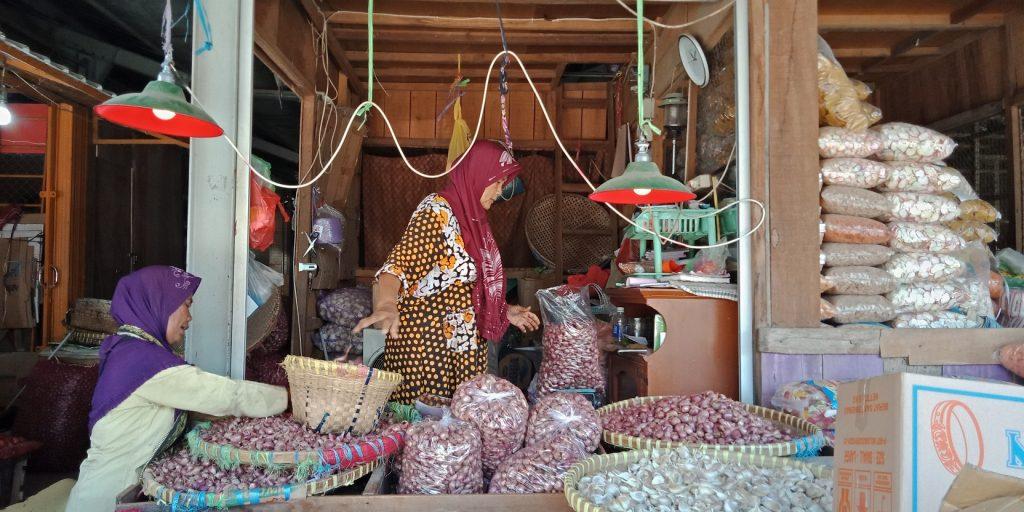 Harga kebutuhan pokok di Pasar Johar mengalami kenaikan di bulan Ramadan.