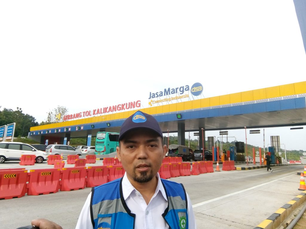 Direktur Jasa Marga Tol Semarang-Batang Arie Arianto menjelaskan kondisi jelang lebaran Gerbang Tol Kalikangkung kepada wartawan Senin, 03 Juni 2019.