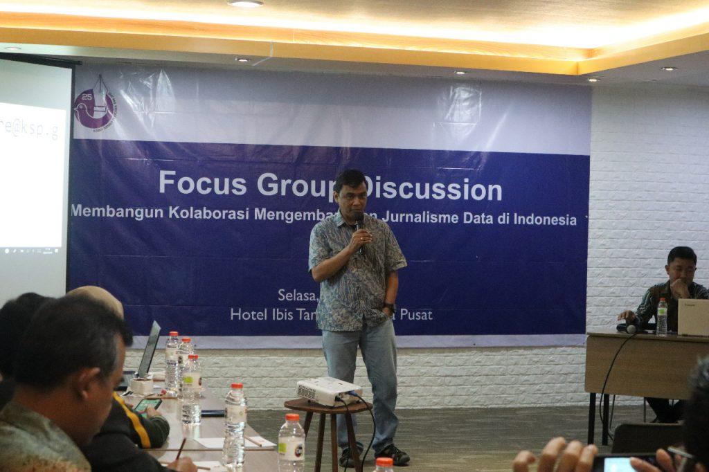 Perwakilan AJI Indonesia, Bayu Wardhana memfasilitasi diskusi FDG Kolaborasi membangun jurnalisme data di Indonesia, Selasa, 9 Juli 2019. (dok AJI)