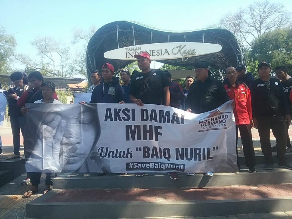 Aksi damai untuk Baiq Nuril yang digelar oleh Mochamad Herviano Foundation (MHF) di Taman Indonesia Kaya, Kota Semarang, Selasa, 9 Juli 2019.