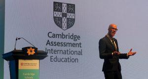 "Rob Coe, Evidence Based Education, memaparkan keynote speech ""Apa yang membuat pengajaran luar biasa?"" pada Cambridge Schools Conference di Bali Nusa Dua Convention Center, 9 Desember 2019."