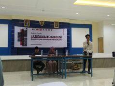 """Diskusi Publik """"Omnibus Law Karpet Merah Oligarki"""" di Unissula Semarang, 31 Januari 2020."""